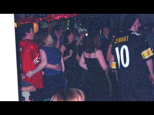 The dance floor  (taken from the 'SPOON 1999 gallery' - 1st December 1999)